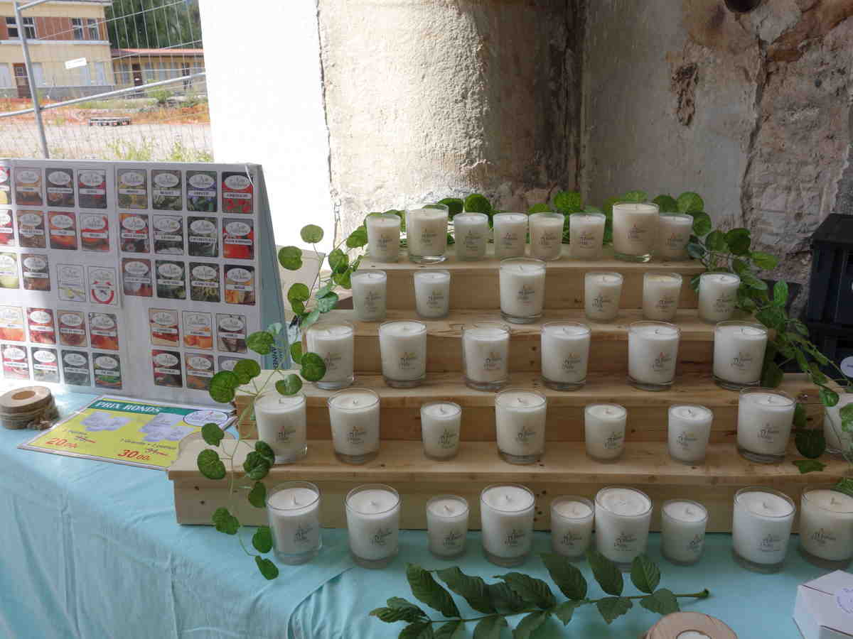 Expositon de bougies parfumées artisanales